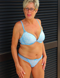hottest mature woman that we can find