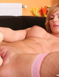 Hottie fills pussy with thick dildo